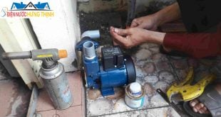 thợ sửa máy bơm nước